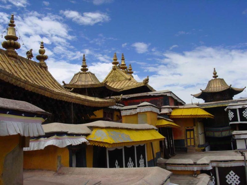 Tibetan owned travel agency: Roofs at the top of the White Palace