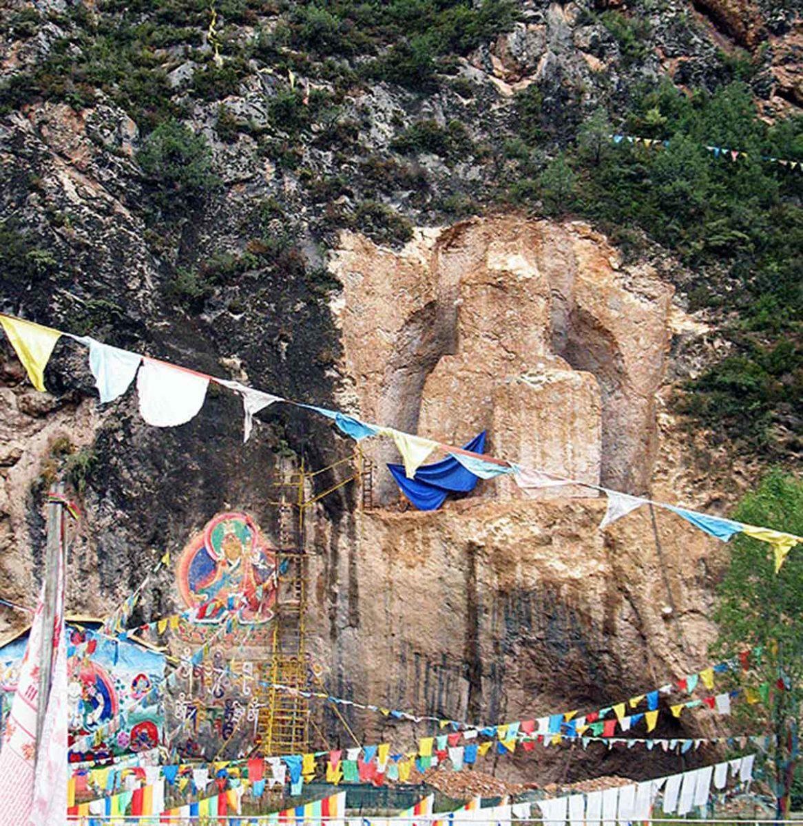Buddha Wall Carving at Dramado, Kham.