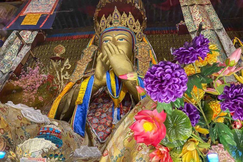 Jamkhang: Buddha Maitreya Statues