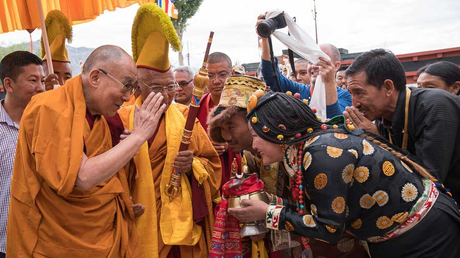 His Holiness arrival at the Thiksey Teaching ground. Image fromm Dalailama.com