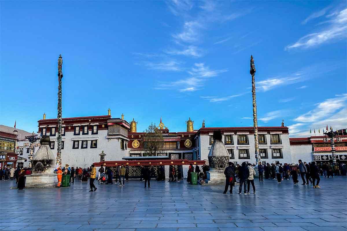 Jokhang Square: The Top 5 Tibet Tours