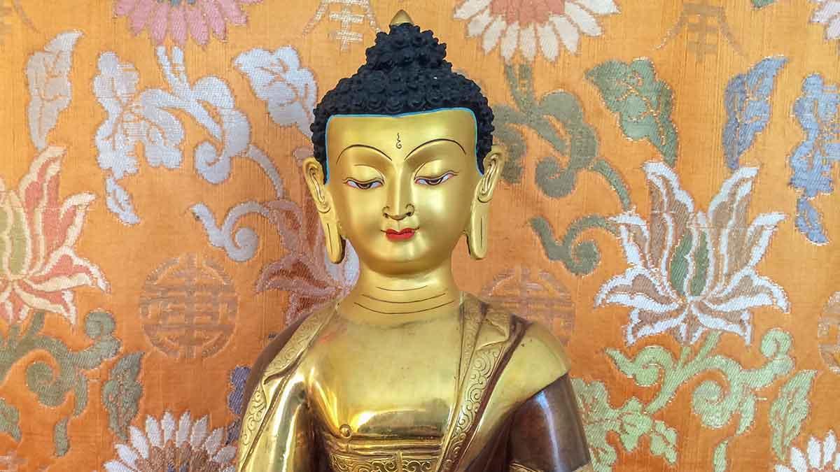 Buddha Shakyamuni statue.