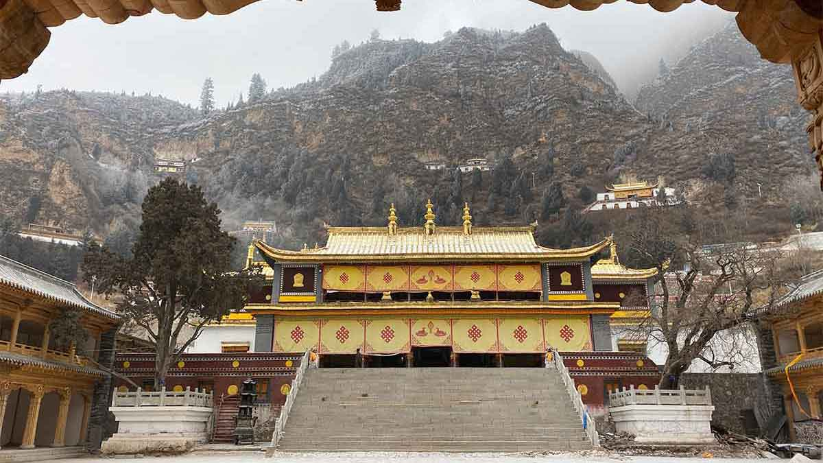 Gonglung Jampaling Monastery near Xining.