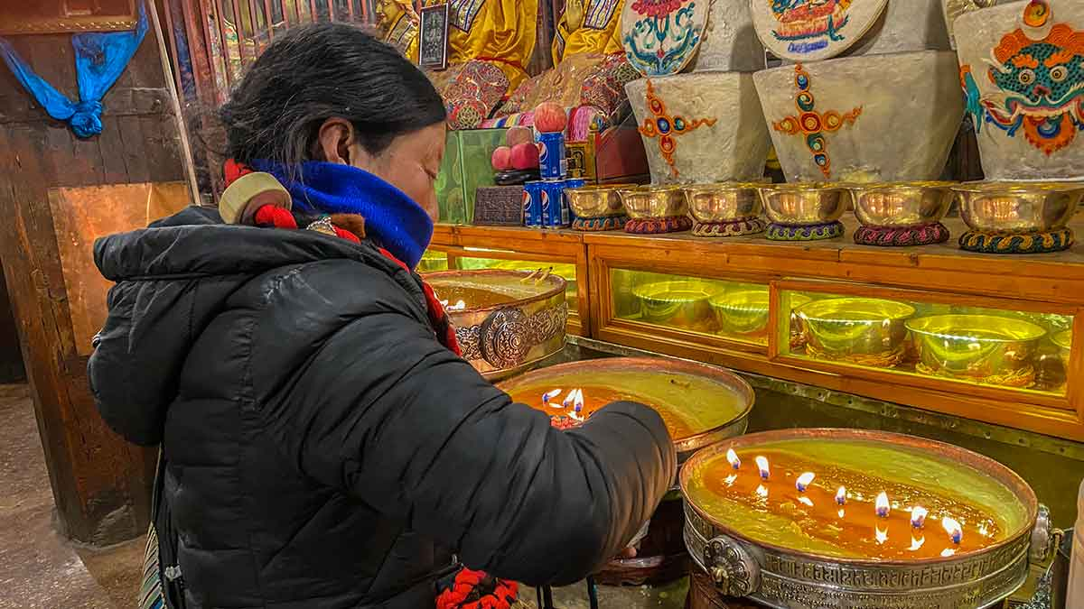 Making offering butter Lamp