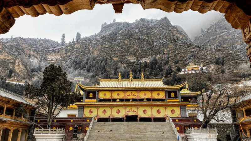Visit Tibet: Gonlong Jampaling Monastery in Amdo near Xining
