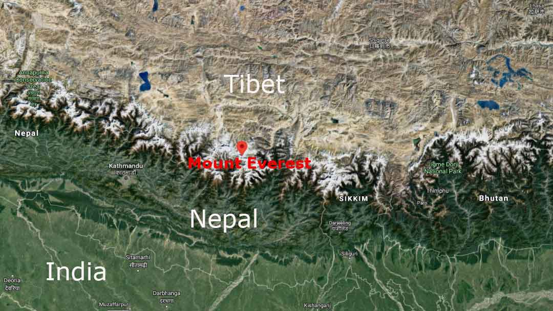 Mount Everest Map: Location of Mount Everest on the Tibet-Nepal border.
