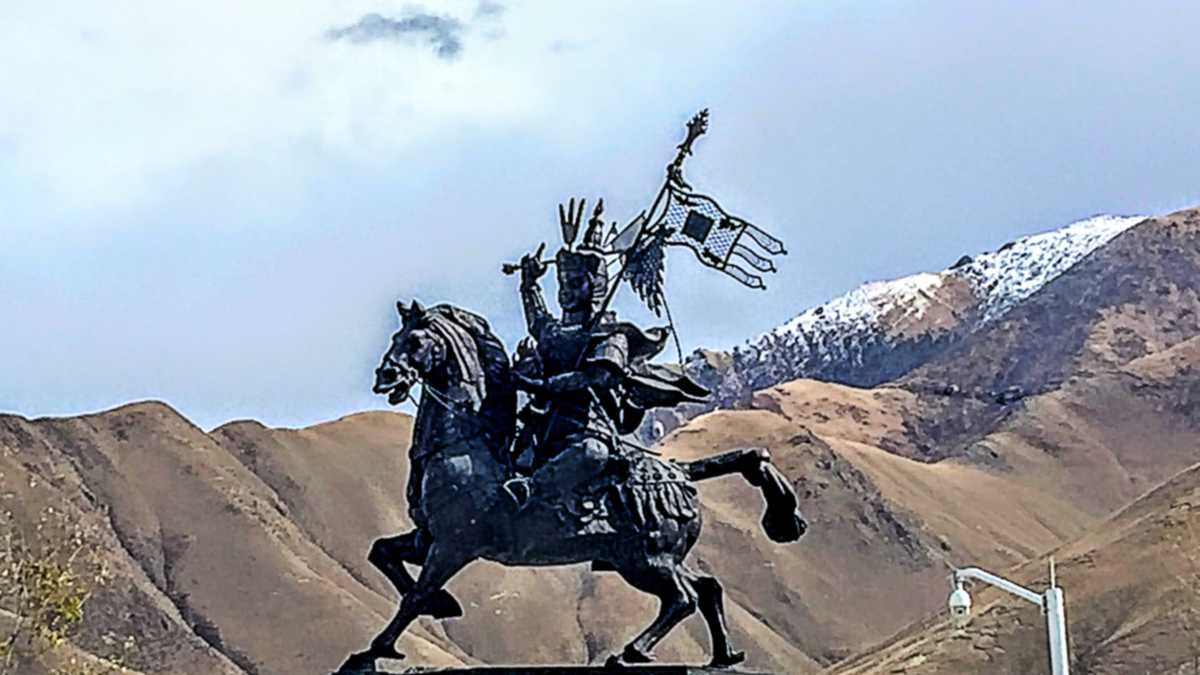King Gesar of Ling statue in Jyekundo Tibet