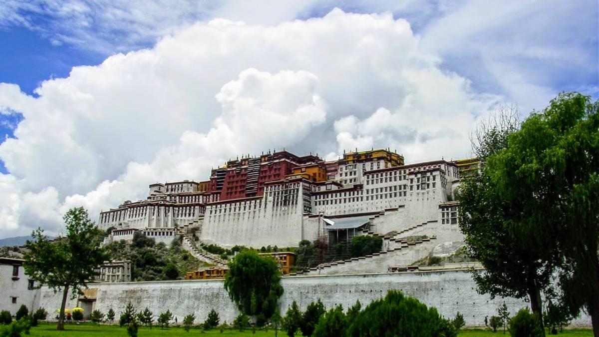 Potala Palace in Lhasa 07.30.2002
