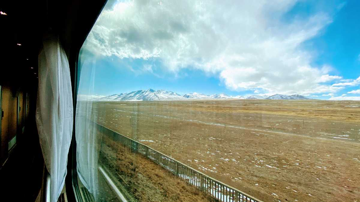 View from the Tibet train to Lhasa. Photo: YoWangdu.